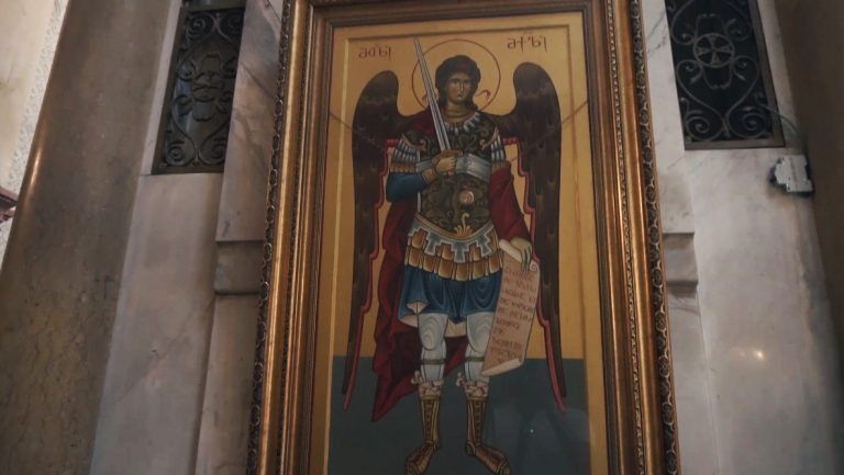Baznīcu ēku ietekme uz cilvēku, ikonu spēks, simbolika
